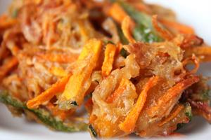 野菜のしょうゆ麹かき揚げ